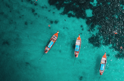 3 boats in the sea